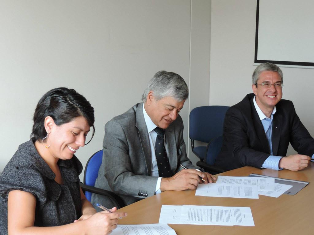 Firma Protocolo de Acuerdo Atradip - Dipres - 21 Enero 2015