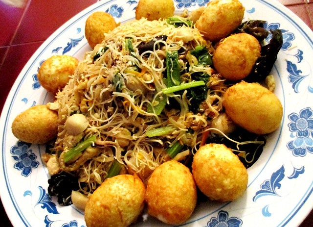 New Capitol fried mee sua with golden eggs