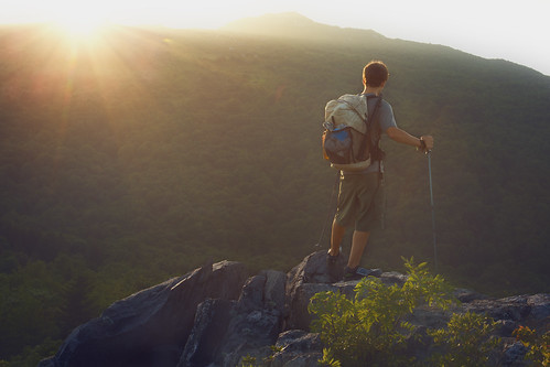 sunset virginia hiker sunrays blueridgemountains appalachiantrail graysonhighlands scenicoverlook mountainsunset graysonhighlandsstatepark
