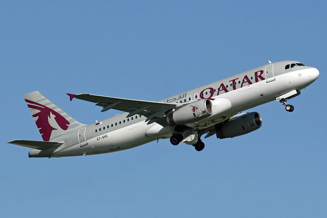 Qatar Airways Airbus A320-232, A7-AHC.