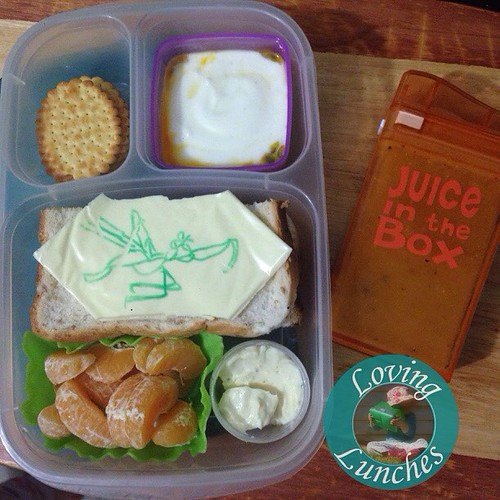 Loving an easy @easylunchboxes to end the week… Miss M asked for a #Mantis lunch so I made a quick cheese art to top her Vegemite sandwich 😉. Bikkies & dip, yoghurt with passionfruit, and some mandarin. Brain break is some Gogo juice in her @boardwal