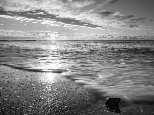 olympus ep5 panasonic 12mm32mm waterford beach park sand sunrise ocean clouds monochrome blackandwhite january 2017 wave shoreline longislandsound