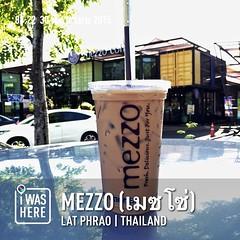 กาแฟสด mezzo ซักแก้ว ก่อนเข้า office #ทราเวิลโปร #instaplaceapp #place #earth #world  #travelprothai #thailand #TH #latphrao #mezzoเมซโซ่ #food #foodporn #restaurant #shopping #coffee #street #day