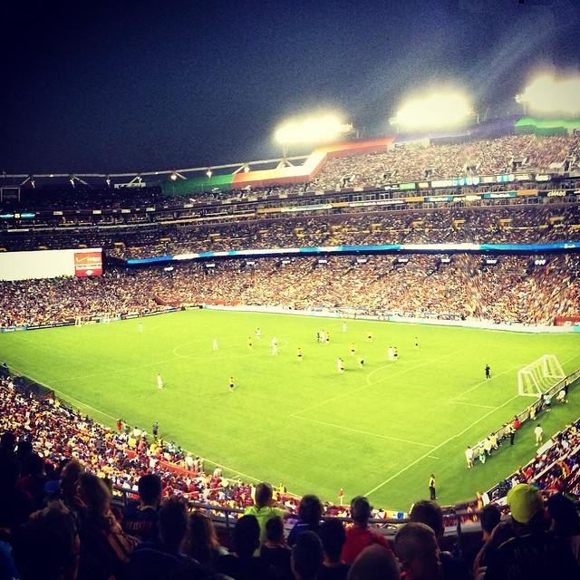 Amazing atmosphere for Chelsea vs Barcelona. 78,000+ #chevbar #fcbarcelona #chelseafc