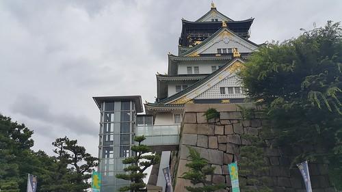 ปราสาทโอซาก้ามีการบูรณะและปรับปรุงให้ทันสมัยไปเยอะ มีลิฟต์สำหรับผู้มีปัญหาเรื่องการเดินด้วย