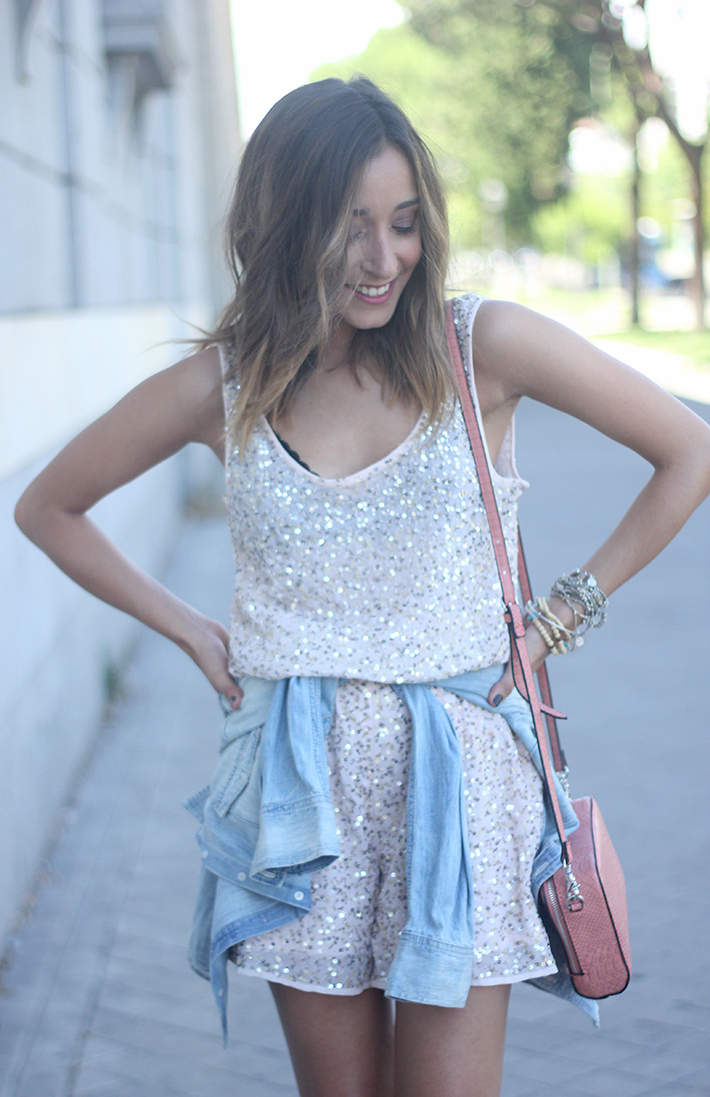 shorts and top with sequins summer outfits16