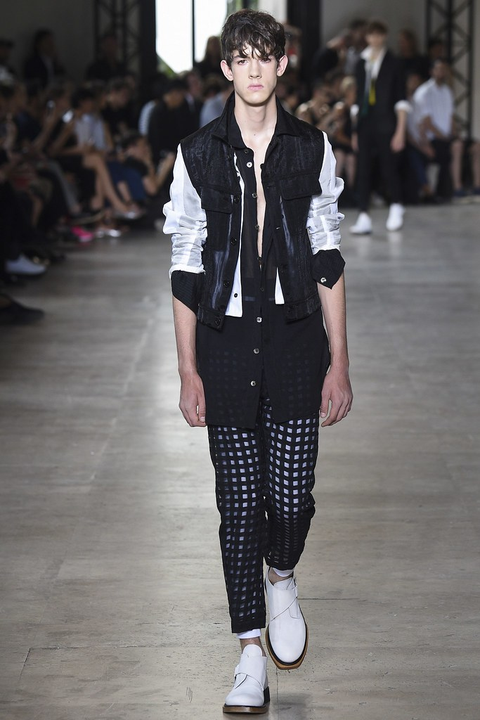 SS16 Paris Ann Demeulemeester002(VOGUE)