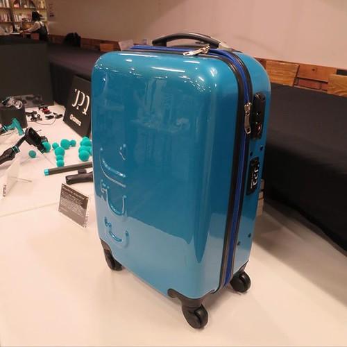 バッテリーが付いてるスーツケースなのか、あるいはスーツケースにもなるバッテリーか。