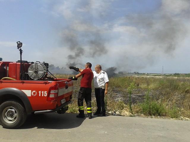 Rutigliano- Incendio in Via Mola  il terzo nel mese di Luglio (5)