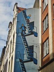 Tin Tin Escaping a Building