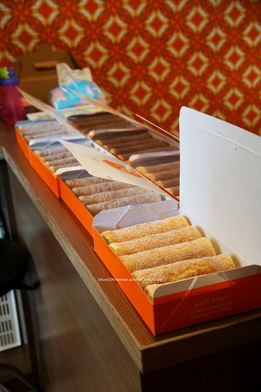 19019988130 f72aa6856e c - 丸Maruまる 冰菓子 - 日式特色裝潢帶點沖繩風.內有三味線教學.巧克力雙淇淋濃郁.古早味蛋糕捲好吃.還有限量手作甜點蛋糕.可預訂.只提供窗口外帶.路口處7-11和玉山銀行