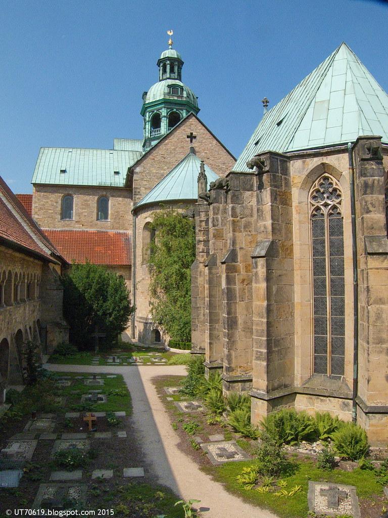 Dom Kreuzgang Rosenbusch