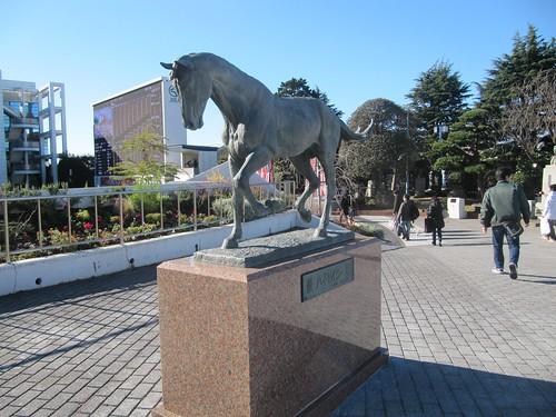 中山競馬場のハイセイコー像
