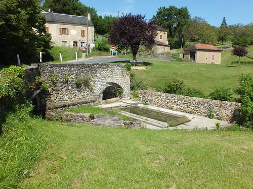 Saint-Jean-Lespinasse - Le lavoir de la fontaine de Fenouil (Souilhes)
