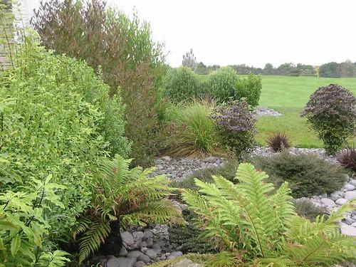 Dry river bed garden landscaping by nzlandscapes com for Garden design nz