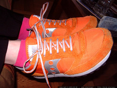 orange saucony running shoes and pink socks   dscf5260