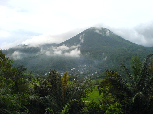 gunung lokon photo