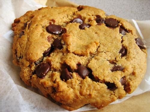 Τραγανά μπισκότα με σταγόνες σοκολάτας