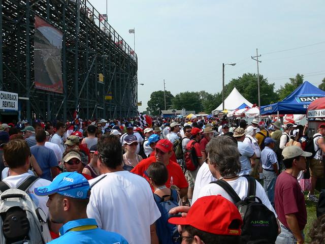 レース前の混雑