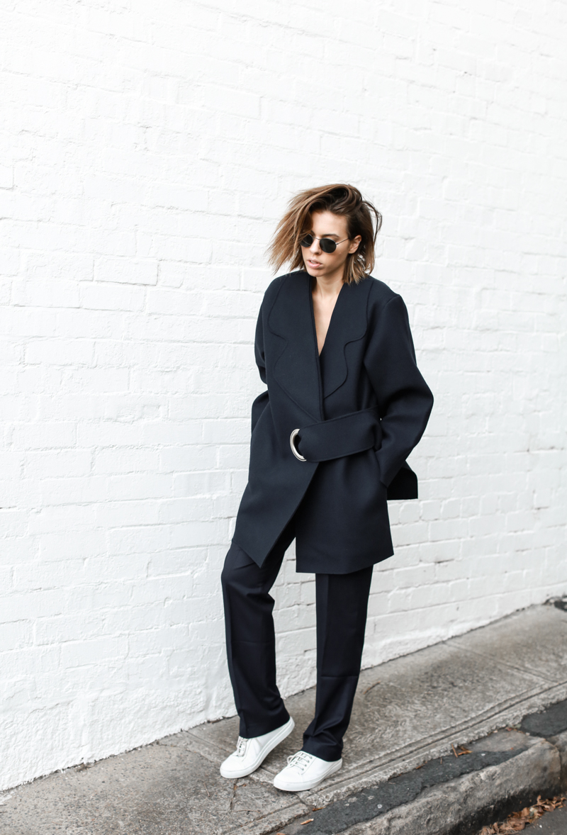 modern legacy, fashion blog, JACQUEMUS designer navy coat, buckle detail, oversized, street style, sneakers, off duty (1 of 1)