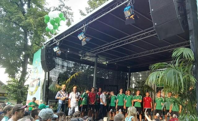 Die Mannschaft auf der Bühne