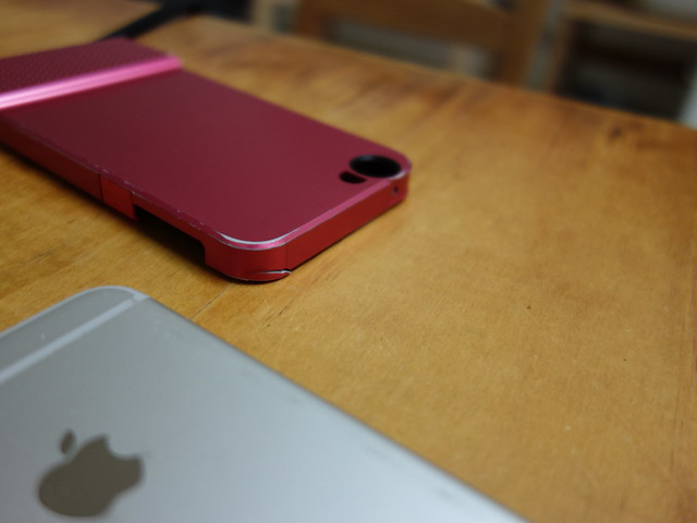 原本的殼不知道什麼時候裂開了@skinarma XPAL iPhone7變形折疊立架保護殼