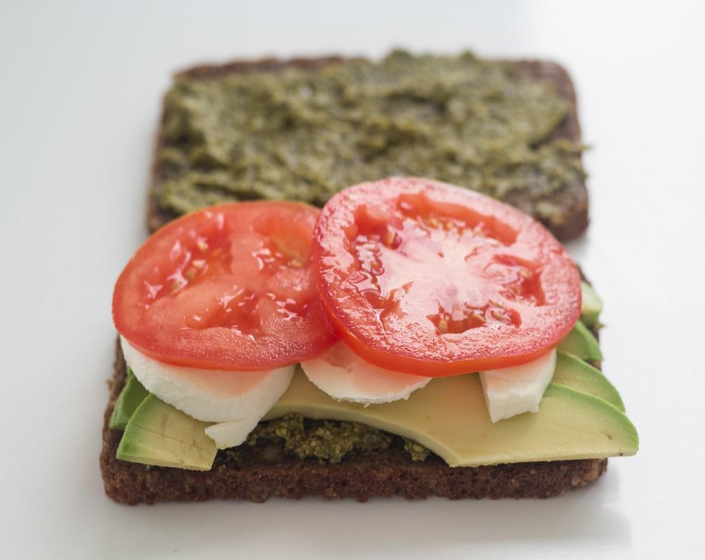 Rugbrødspanini - Panini med rugbrød, avokado og mozzarella (4)
