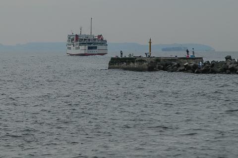 040816-161835 浜金谷港の赤灯台