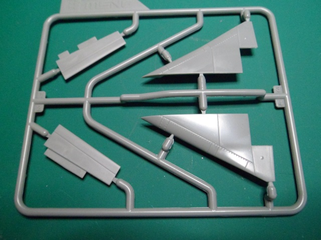 Ouvre-boîte Convair F-102A Delta Dart Case X [Meng 1/72] 19057750810_27b329ec74_o