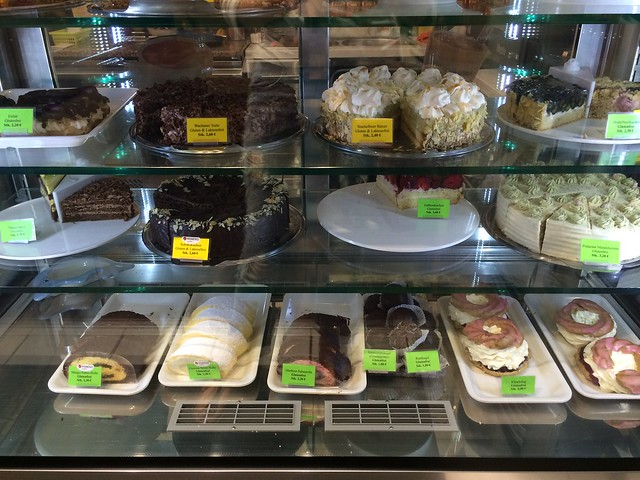 Eis Voh cakes eclairs pastries _Berlin gluten-free ice cream