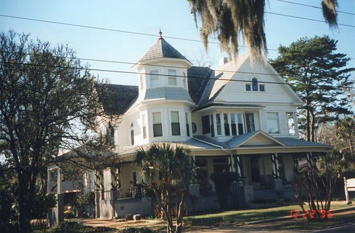 old travel house tree breakfast vintage walking anne town us photo site moss bed tour district south united victorian deep style visit tourist queen spanish historical states mansion bb planter turret tobacco attraction 1895 nrhp gadsdencounty onasill