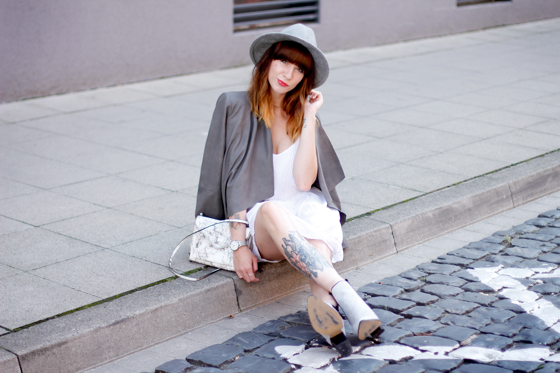 outfit grey hat drykorn leather jacket autumn look minimal chic cute redhead brunette boots fashion blog düsseldorf hannover berlin ricarda schernus cats & dogs 6