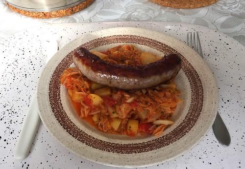 Fried sausage on savoy cabbage / Bratwurst auf Wirsingkohl