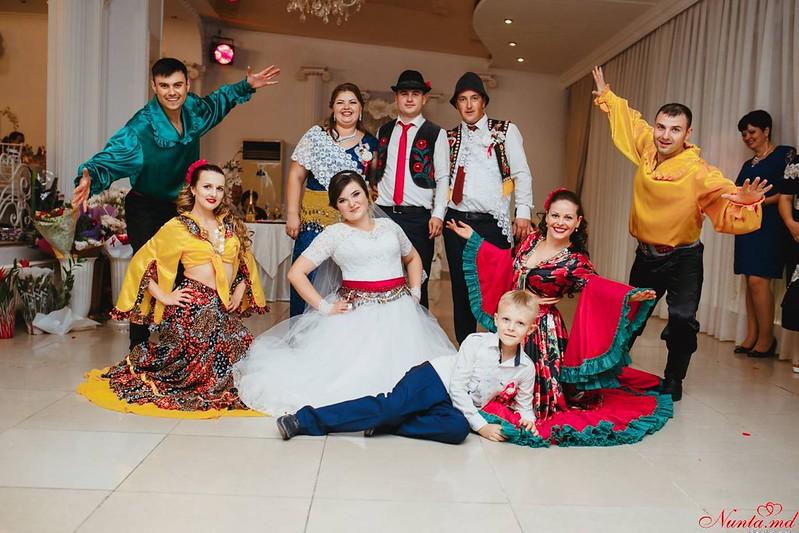 Dansatori la diferite ceremonii!!! > Foto din galeria `Principala`
