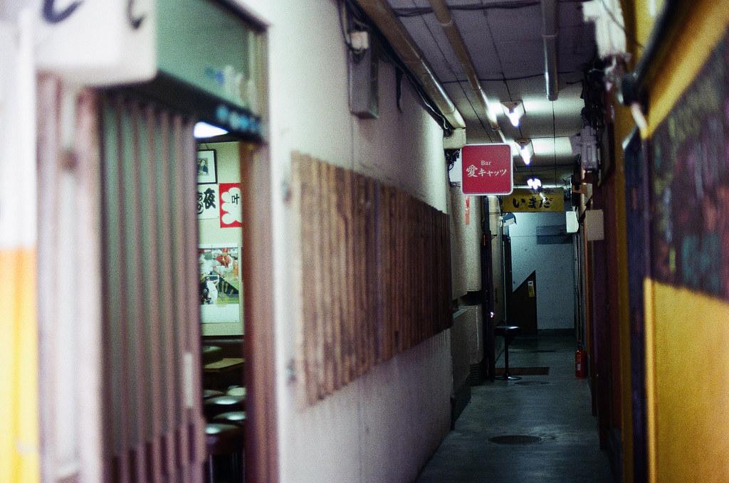 愛 広島 Hiroshima 2015/09/01 愛 是連鎖店嗎?好像到處都看到,還是這是最直接常用的命名。  Nikon FM2 / 50mm Kodak UltraMax ISO400 Photo by Toomore