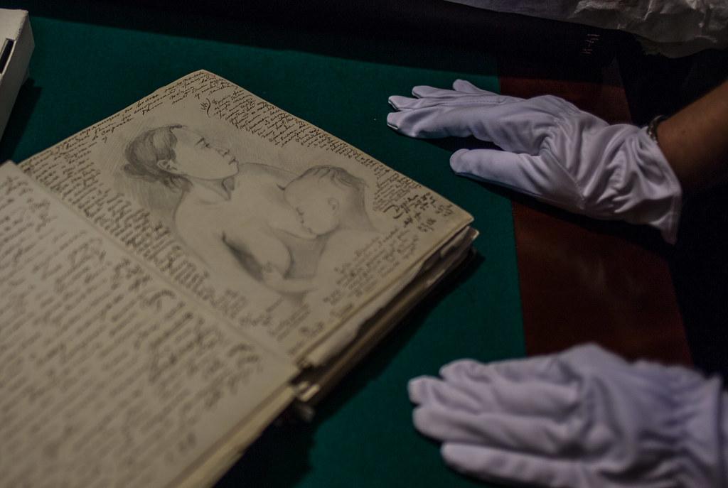 Будучи неплохим художником (жизненно важное умение для экспедиций во времена слабости фотографии) Миклухо-Маклай снабжал записи портретами волновавших его новогвинейских папуасов russian geographical society, рго, репин, русское географическое общество