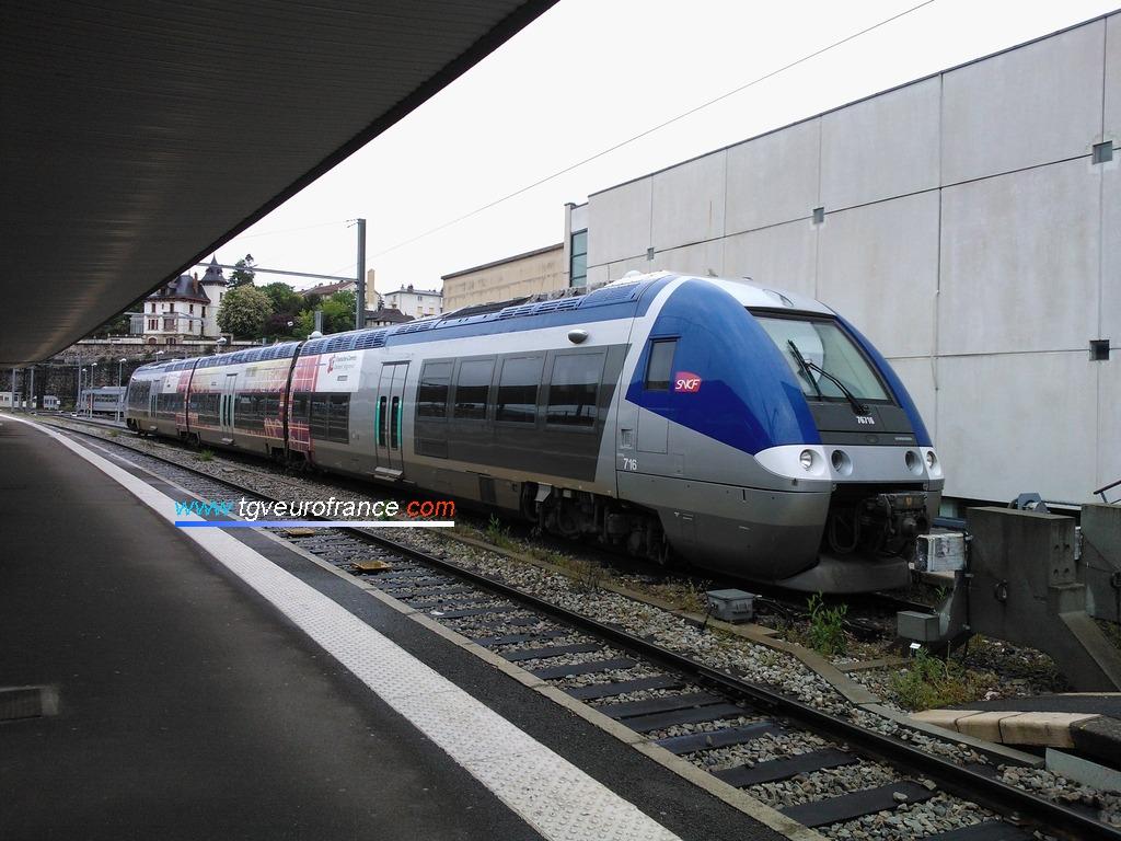 Un Autorail à Grande Capacité (rame X76615-X76616 SNCF) en gare de Dijon Ville