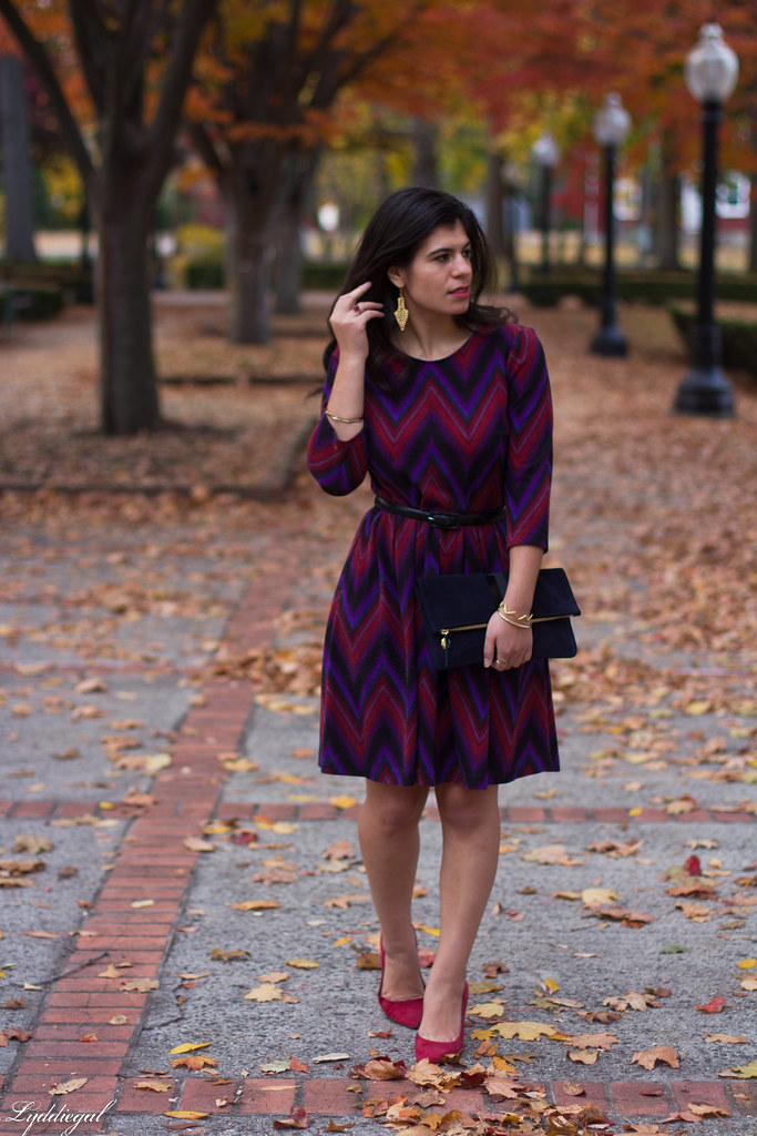 chevron dress, red pumps, gold dipped lace earrings-9.jpg