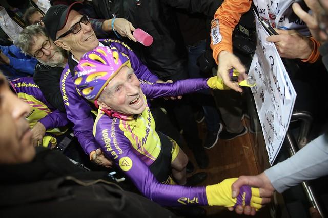 À 105 ans, Robert Marchand, établit un nouveau record du monde de vitesse à vélo