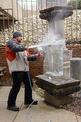 Andrew Thistlethwaite Begins an Ice Carving