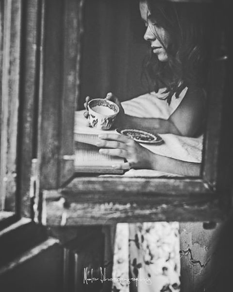 Disfrutar de la vida es un acto de generosidad...   #nuevosproyectosnuevasilusiones #tiempoparacrear #elrincondemela #melaphotography #pulgasenelcorazon #entrelaretinayelcorazon #innerme #elsolardebujadas #sesionesconduende #sesionesdeinterior #retrato #a