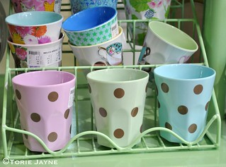 Gold spot melamine cups from Rice DK