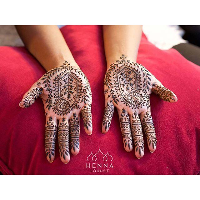 Another angle of the @amelia.dregiewicz based bridal from yesterday. #simplehenna #bridalhenna #henna #mehndi #bridaldreams #hennainspire #alameda #oakland #sanfrancisco #indianwedding
