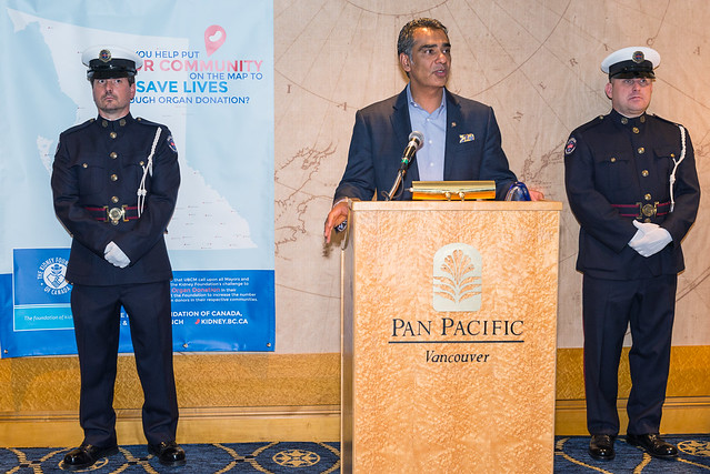Minister Virk accepts Kidney Foundation award