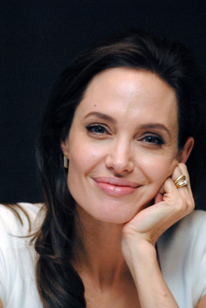 Анджелина Джоли — Пресс-конференция «Несломленный» 2014 – 107