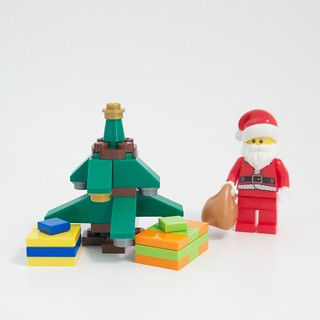 LEGO City Advent 2015 Day 24 with Tree