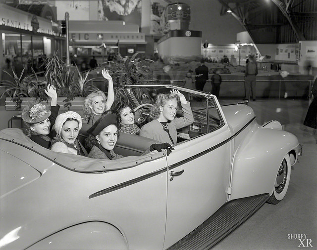 1939 ... car-o-chics!