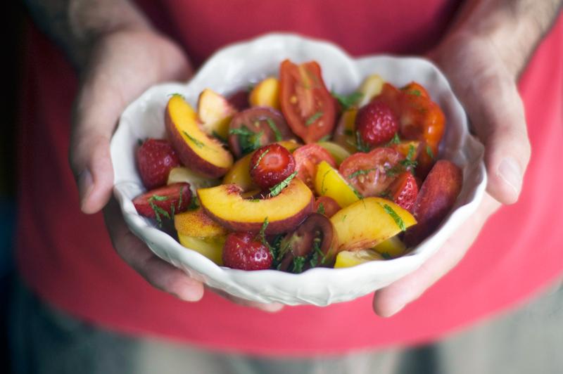 Salada de tomate, pêssego e mornagos