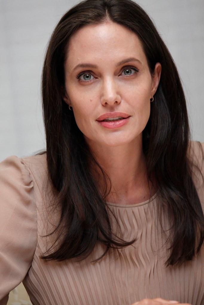 Анджелина Джоли — Пресс-конференция «Лазурный берег» 2015 – 43