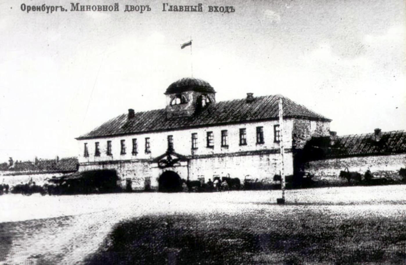Меновой двор Главный вход